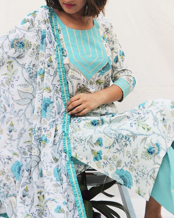Printed kurta with gota work on neck and plain pants- set of two 2