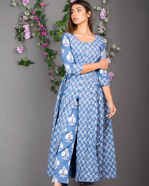 Blue front slit kurta with pants- set of two 1