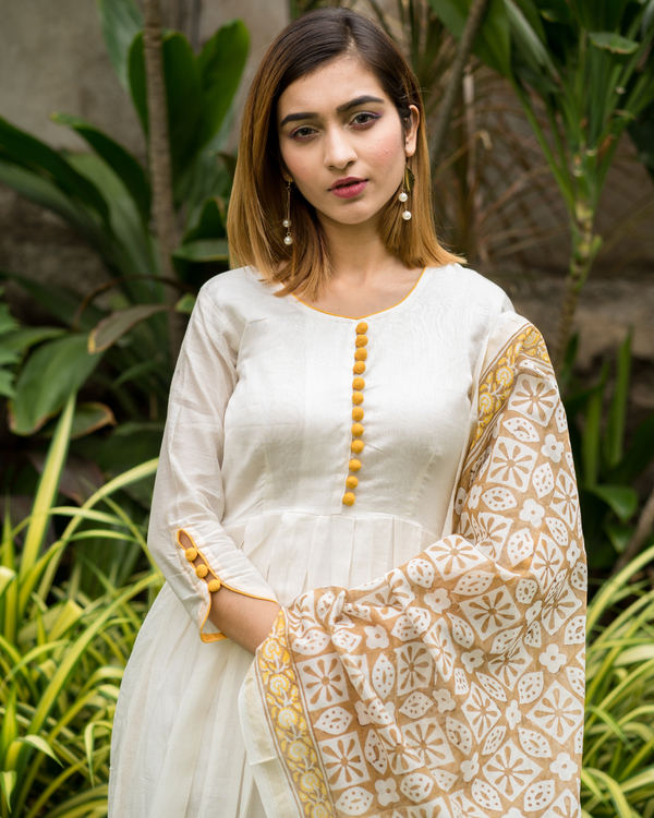 Yellow & beige box pleated dress with printed dupatta - Set of Two 3