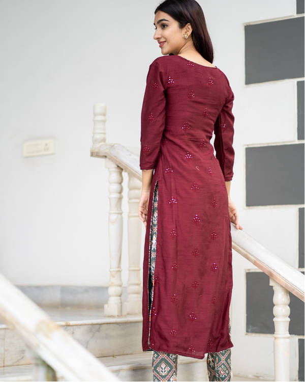 Maroon embroidered kurta with patola pants - set of two 4