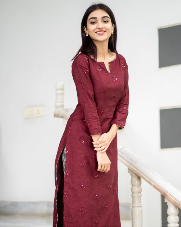 Maroon embroidered kurta with patola pants - set of two 3