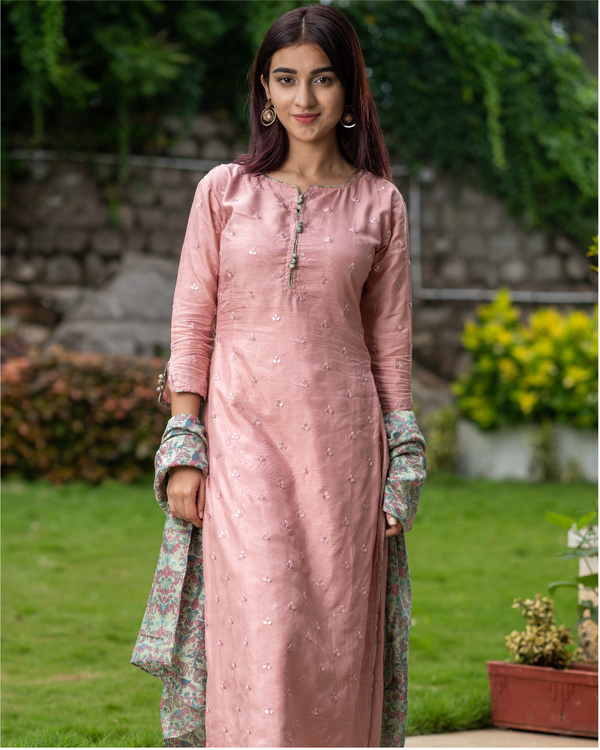 Salmon pink embroidered kurta with chanderi bird print dupatta - Set of Two 5