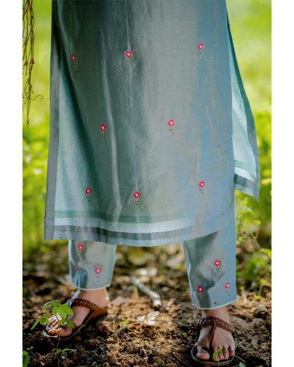 Blue and fuchsia pink embroidered chanderi kurta set with dupatta- Set of three 3