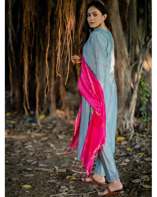 Blue and fuchsia pink embroidered chanderi kurta set with dupatta- Set of three 2