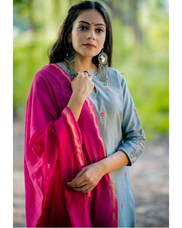 Blue and fuchsia pink embroidered chanderi kurta set with dupatta- Set of three 1
