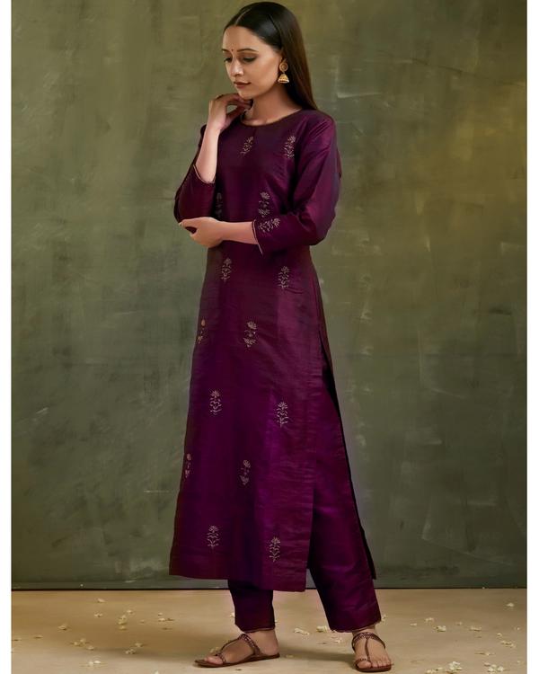 Wine aari embroidered raw silk kurta set with dupatta- Set of three 3