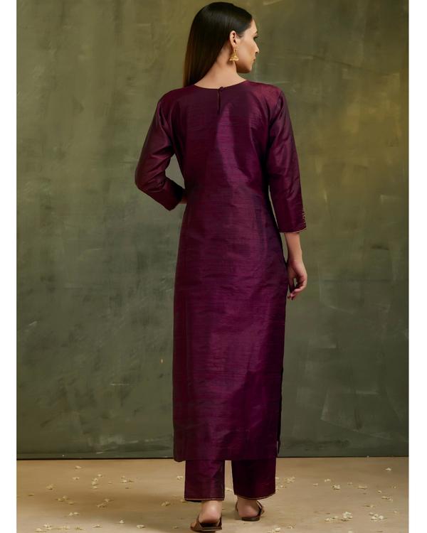 Wine aari embroidered raw silk kurta set with dupatta- Set of three 2