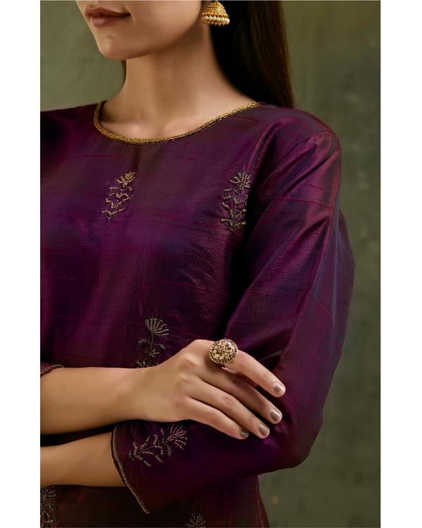 Wine aari embroidered raw silk kurta set with dupatta- Set of three 1