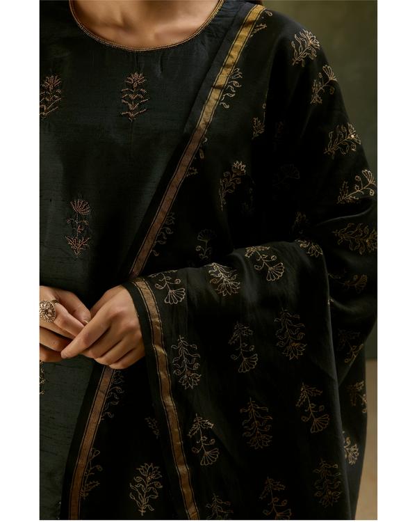 Charcoal black aari embroidered kurta set with black dupatta- Set of three 1