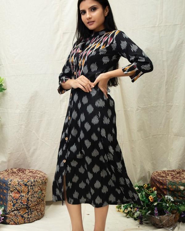 Black Ikat printed kurta with contrast yoke 2