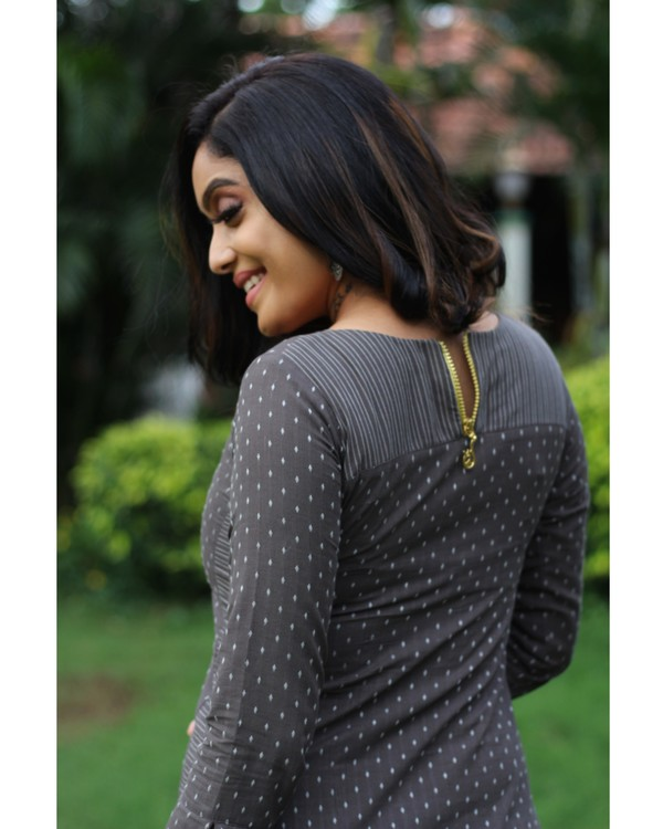 Grey dotted kurta with pants - set of two 3