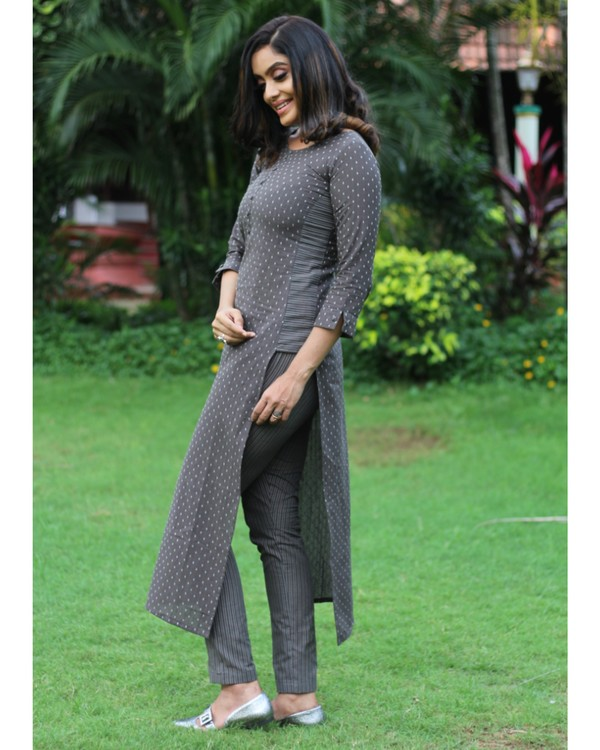 Grey dotted kurta with pants - set of two 1