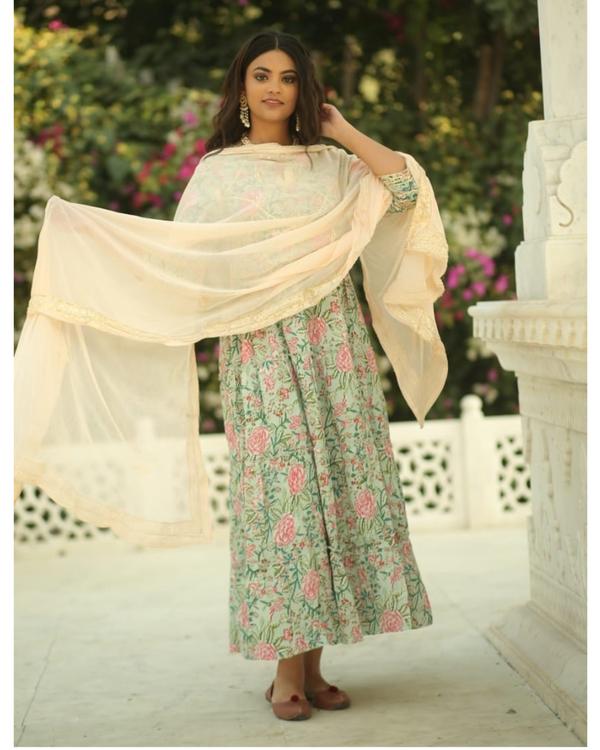 Pastel green and pink floral printed gota kurta and pants with chiffon dupatta- set of three 3
