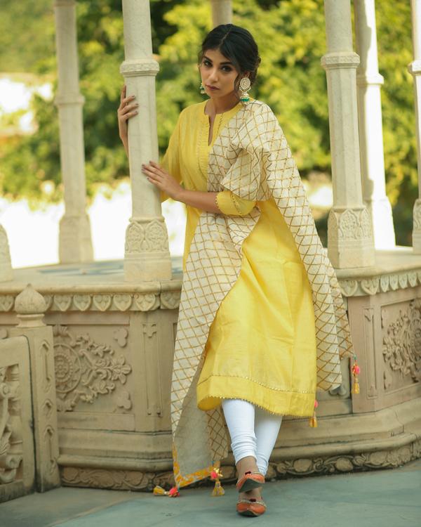 Yellow checkered chanderi kurta and pants with dupatta- set of three 2
