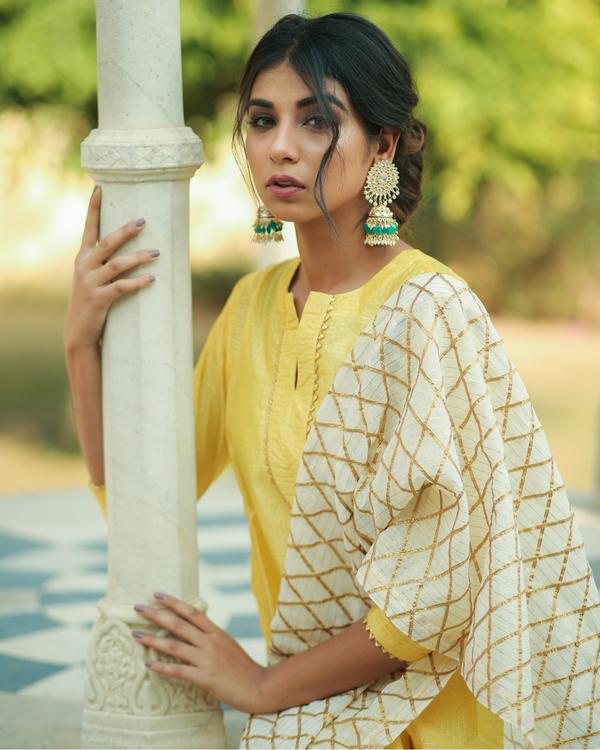 Yellow checkered chanderi kurta and pants with dupatta- set of three 1