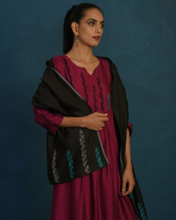 Black hand embroidered stole 1