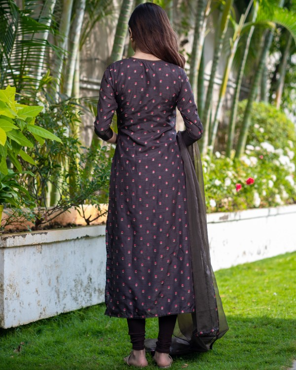 Chocolate brown embroidered kurta with organza dupatta - set of two 3
