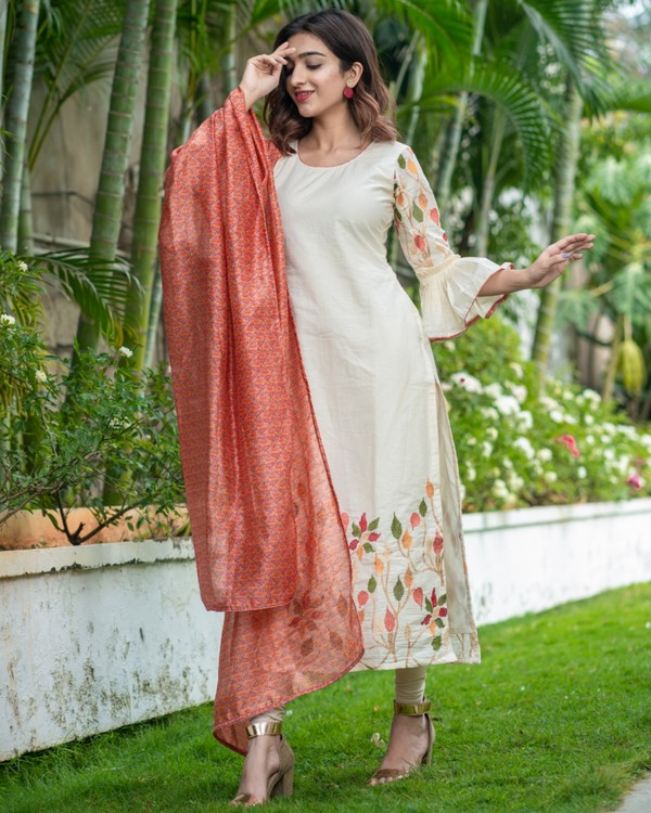 Off white floral embroidered kurta with printed chanderi dupatta set- set of two 2