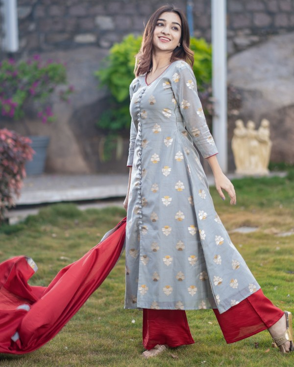 Grey front slit brocade kurta with red palazzo and dupatta - set of three 2