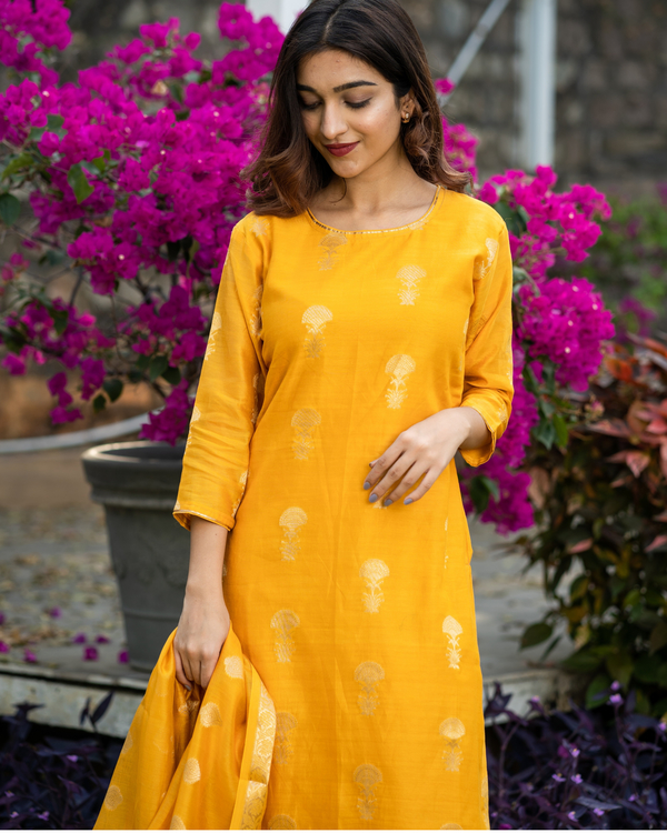 Amber yellow banarasi kurta and pants with dupatta - set of three 1