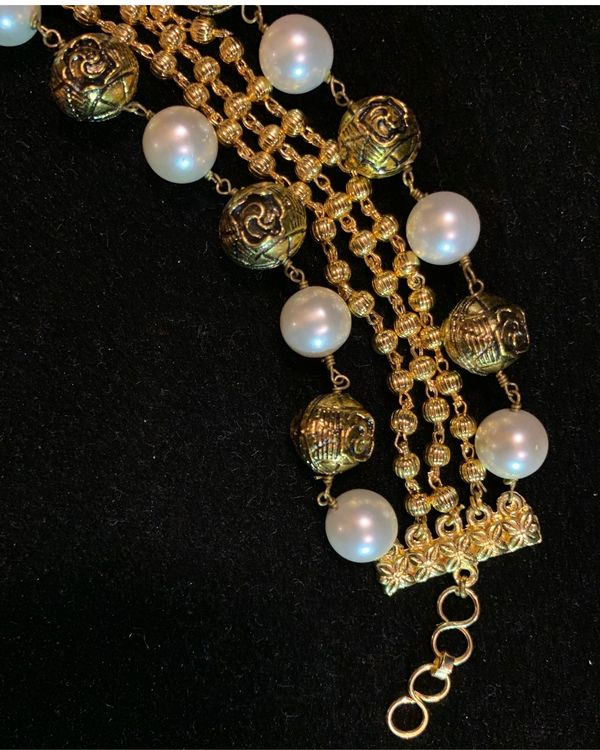 Cream shell pearls and beads bracelet 1