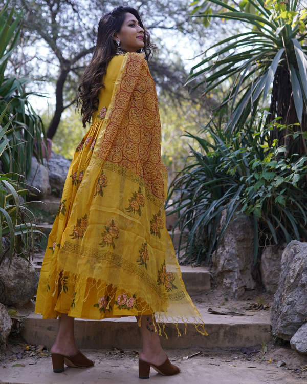 Mustard yellow floral printed dress with dupatta- Set Of Two 1