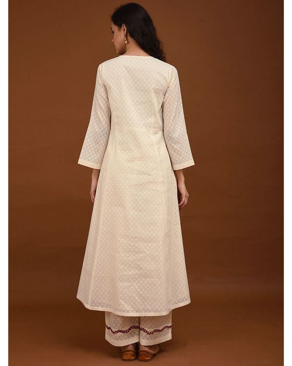Off white hand embroidered yoke Kurta 2