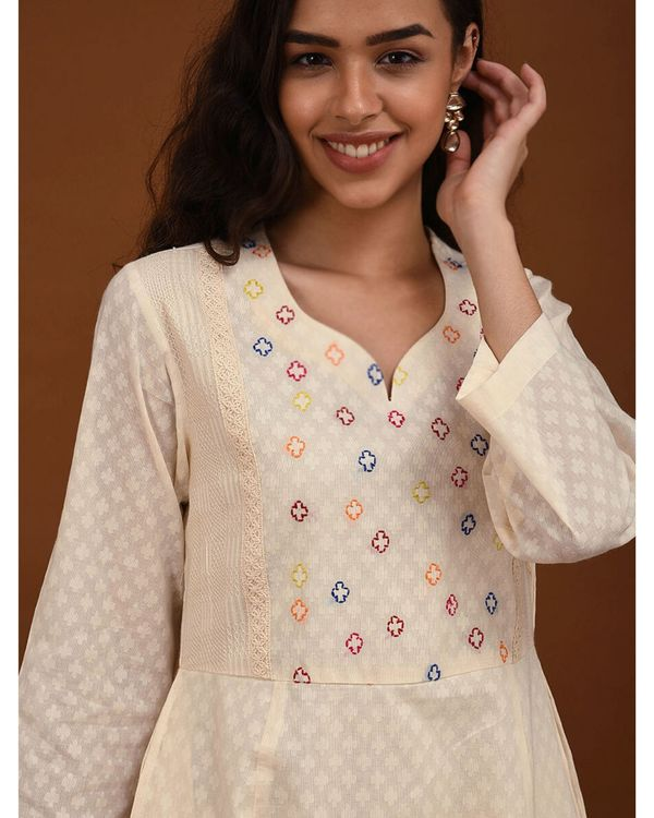 Off white hand embroidered yoke Kurta 1
