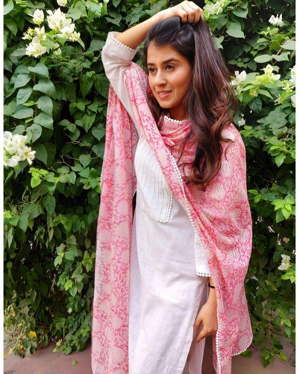 White linen kurta and pants with pink block printed dupatta- Set Of Three 2