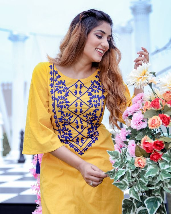 Yellow and blue dori embroidered kurta and pants- Set Of Two 1