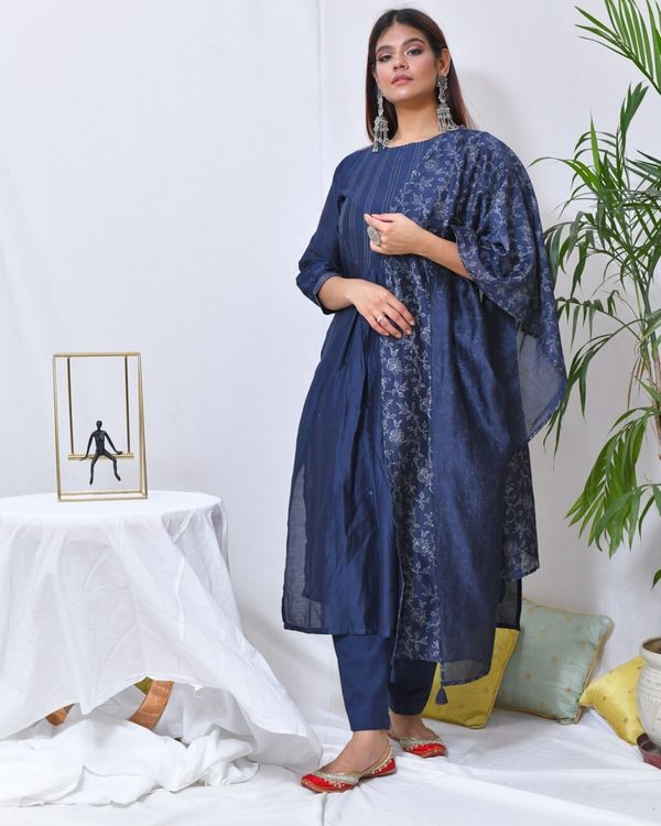 Blue mirror work striped kurta and pants with stole- Set Of Three 1