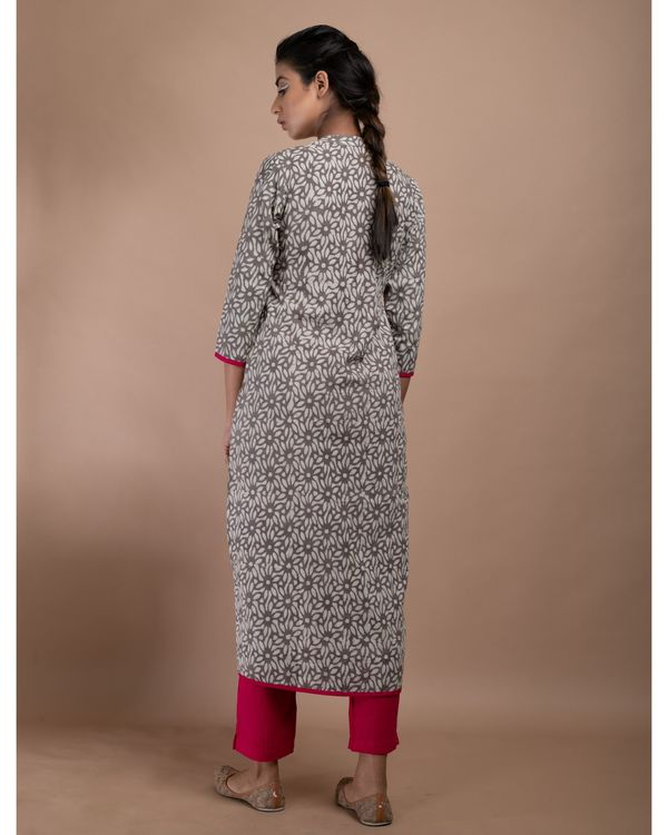 Grey and pink floral pom pom kurta with straight pants - Set Of Two 3