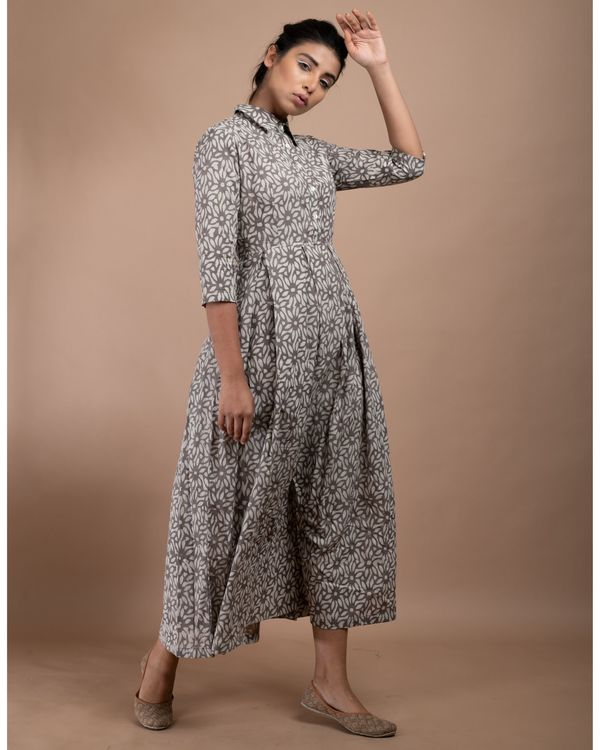 Grey and white floral pleated collar dress 2