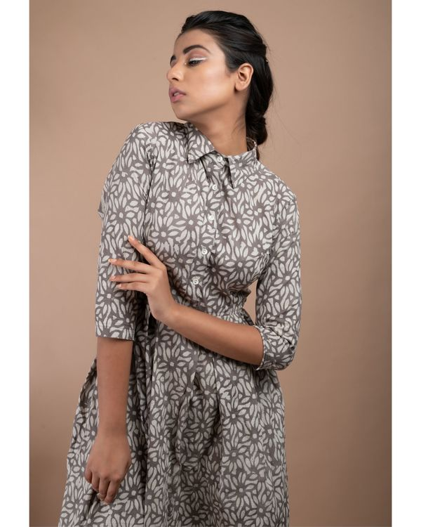Grey and white floral pleated collar dress 1