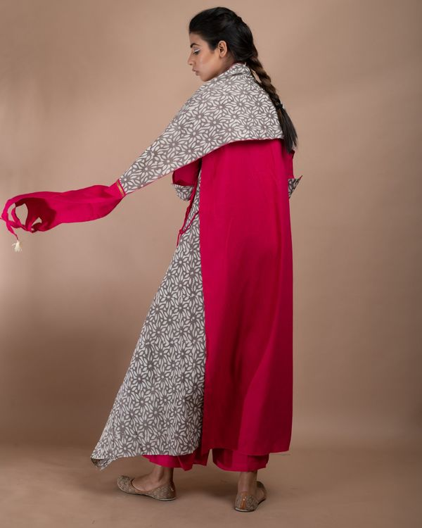 Pink and grey printed double layered kurta and pants with stole- Set Of Three 3