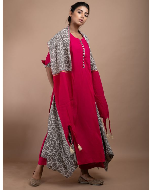 Pink and grey printed double layered kurta and pants with stole- Set Of Three 2