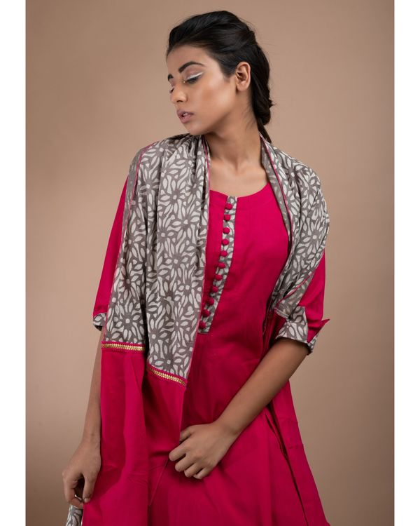 Pink and grey printed double layered kurta and pants with stole- Set Of Three 1