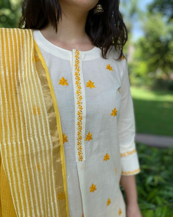 Off white and yellow embroidered kurta and pants with kota dupatta- Set Of Three 1