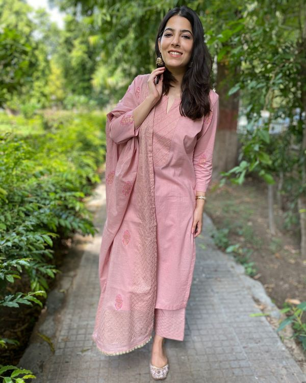 Pink block printed kurta and pants with dupatta- Set Of Three 3