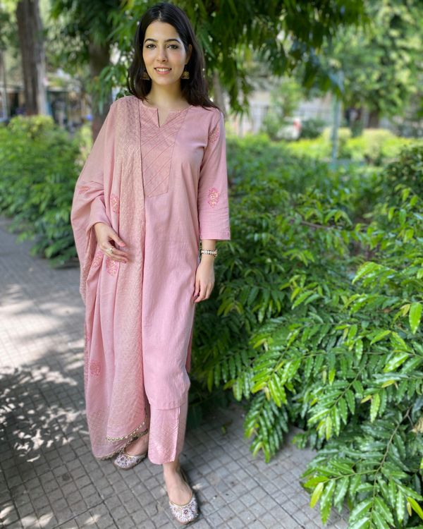 Pink block printed kurta and pants with dupatta- Set Of Three 2