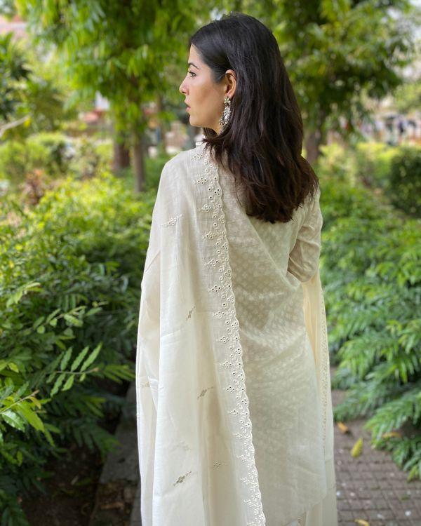Cream cotton kurta and pants with mirror work mul dupatta- Set Of Three 2