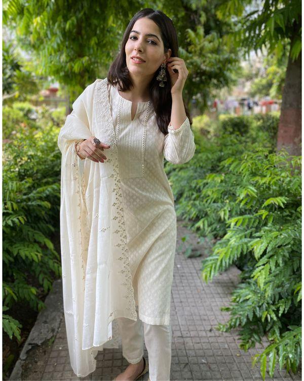 Cream cotton kurta and pants with mirror work mul dupatta- Set Of Three 1