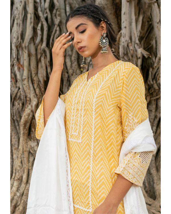 Yellow and white zig - zag kurta and pants with dupatta - set of three 1