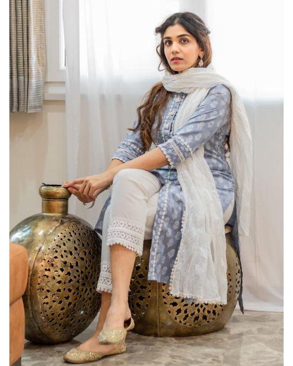 Grey khari block printed kurta with pants and crinkled dupatta - Set Of Three 2