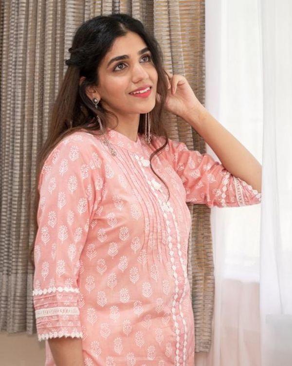 Blush pink khari block printed kurta with pants and crinkled dupatta - Set Of Three 1