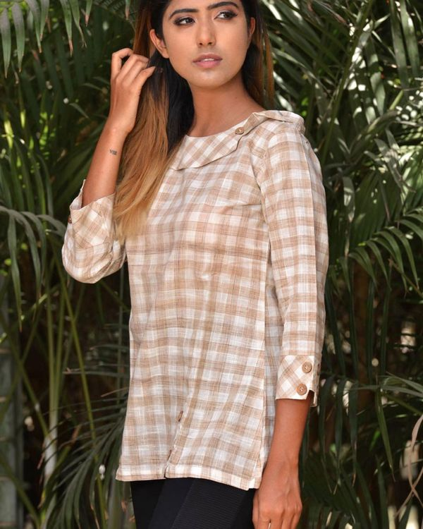 Beige and white checkered top 1