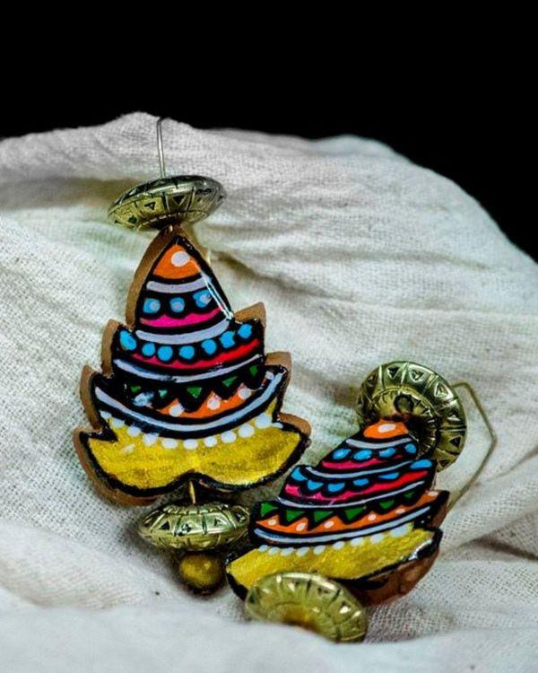 Pine tree motif hook earring 2