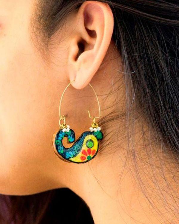Paisley motif terracotta earring 1
