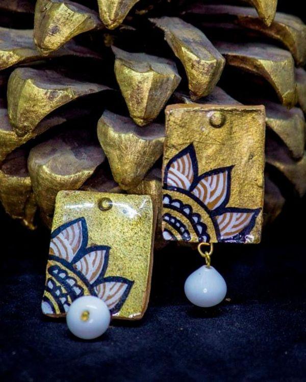 Floral motif block shaped earring 2