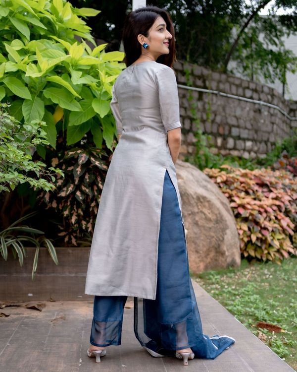 Grey chanderi kurta with prussian blue pants and organza dupatta - Set Of Three 4